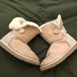Uggs. Mid Rise w/Button